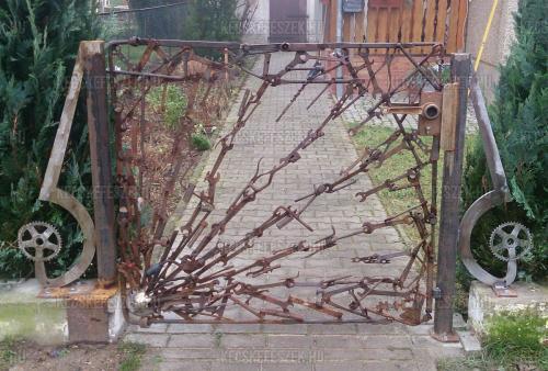 Egy v�rbeli lakatos kapuja