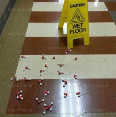 Vizes padló veszély tábla